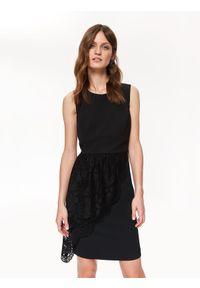TOP SECRET - Elegancka sukienka z koronką. Kolor: czarny. Materiał: koronka. Długość rękawa: bez rękawów. Wzór: koronka. Sezon: lato, wiosna. Styl: elegancki