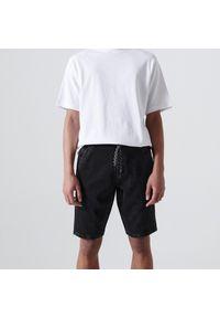 Cropp - Jeansowe szorty jogger - Czarny. Kolor: czarny. Materiał: jeans