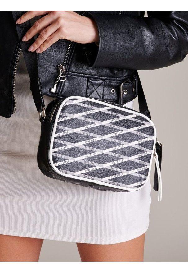 Czarna torebka FEMESTAGE Eva Minge w geometryczne wzory
