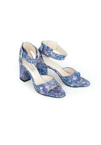 Niebieskie sandały Zapato w kwiaty, wąskie