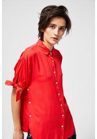 MOODO - Koszula z marszczonymi rękawami. Materiał: wiskoza. Długość rękawa: krótki rękaw. Długość: krótkie. Wzór: gładki