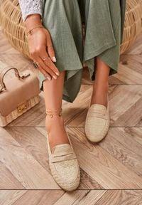Renee - Jasnobeżowe Mokasyny Magana. Wysokość cholewki: przed kostkę. Nosek buta: okrągły. Zapięcie: bez zapięcia. Kolor: beżowy. Materiał: włókno. Szerokość cholewki: normalna. Sezon: lato, wiosna