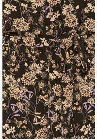 Jacqueline de Yong - Sukienka. Kolor: czarny. Materiał: tkanina. Długość rękawa: krótki rękaw