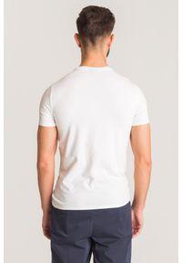 Biały t-shirt Emporio Armani z logo marki. Kolor: biały. Wzór: gładki, nadruk