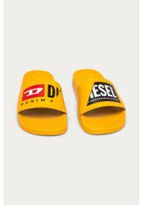 Żółte klapki Diesel