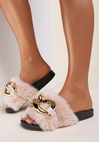 Renee - Beżowe Klapki Alual. Nosek buta: otwarty. Kolor: beżowy. Materiał: futro, materiał, guma. Styl: klasyczny