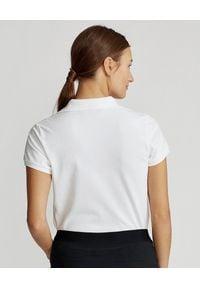 Ralph Lauren - RALPH LAUREN - Koszulka polo z haftowanym misiem. Typ kołnierza: polo. Kolor: biały. Materiał: elastan, bawełna. Wzór: haft. Styl: klasyczny