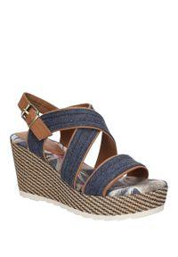 Niebieskie sandały Marco Tozzi w kolorowe wzory, na lato, klasyczne