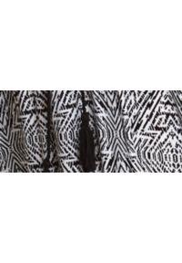TOP SECRET - Sukienka damska z nadrukiem. Kolor: biały. Materiał: materiał. Długość rękawa: na ramiączkach. Wzór: nadruk. Sezon: lato. Styl: wakacyjny. Długość: maxi