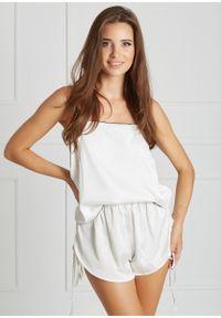 Saintmiss - Piżama dwuczęściowa z odkrytymi plecami // Judith - M, Biały. Kolor: biały. Materiał: satyna, koronka, materiał, guma. Długość: krótkie. Wzór: gładki, koronka, aplikacja