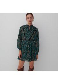 Reserved - Wzorzysta sukienka - Zielony. Kolor: zielony