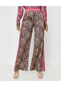 Camilla - CAMILLA - Jedwabne spodnie w panterkę. Stan: podwyższony. Kolor: brązowy. Materiał: jedwab. Wzór: motyw zwierzęcy. Styl: elegancki