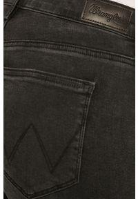 Czarne jeansy Wrangler z aplikacjami