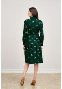 Marie Zélie - Sukienka Leandra Cavalos butelkowa zieleń. Typ kołnierza: kokarda. Materiał: tkanina, bawełna, wiskoza, materiał. Długość rękawa: długi rękaw