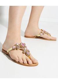 MYSTIQUE SHOES - Sandały z kryształami Boca Raton. Kolor: brązowy. Materiał: materiał. Wzór: aplikacja, kolorowy. Sezon: lato. Styl: boho