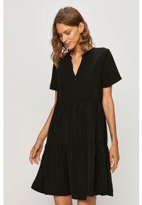 Czarna sukienka Jacqueline de Yong casualowa, z krótkim rękawem, prosta