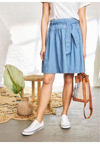 Spódnica dżinsowa z wiązanym paskiem bonprix jasnoniebieski. Kolor: niebieski