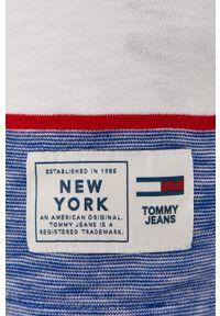 Niebieski t-shirt Tommy Jeans na co dzień, z aplikacjami