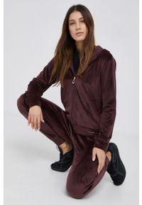 Emporio Armani Underwear - Dres. Kolor: czerwony. Materiał: dresówka