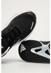 Czarne buty sportowe adidas Performance na obcasie, z okrągłym noskiem, na sznurówki