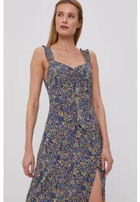 Niebieska sukienka Brave Soul w kwiaty, casualowa, rozkloszowana, na ramiączkach