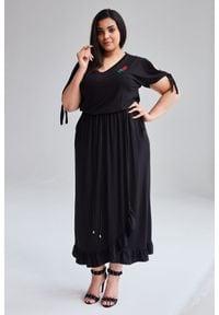 Moda Size Plus Iwanek - Czarna Sukienka Laura MAXI duże rozmiary OVERSIZE PLUS SIZE WIOSNA. Okazja: na imprezę, na studniówkę, na sylwestra. Kolekcja: plus size. Kolor: czarny. Materiał: materiał. Sezon: wiosna. Typ sukienki: dla puszystych, oversize. Styl: klasyczny, elegancki. Długość: maxi