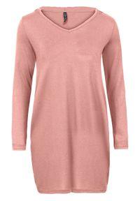 Sukienka z dżerseju z kapturem bonprix różowobrązowy. Typ kołnierza: kaptur. Kolor: różowy. Materiał: jersey. Długość rękawa: długi rękaw. Styl: elegancki