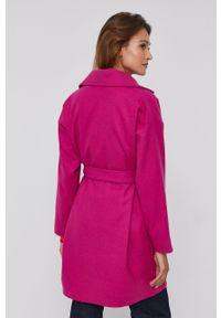 Desigual - Płaszcz. Kolor: różowy