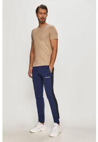 Niebieskie spodnie dresowe Champion z aplikacjami