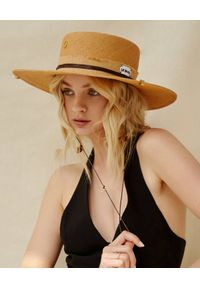 LESHKA - Słomiany kapelusz Straw Canotier Grande. Kolor: beżowy. Materiał: len, materiał. Wzór: aplikacja. Sezon: lato