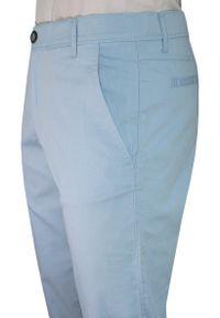 Verrs - Błękitne Casualowe Męskie Spodnie -VERRS- Zwężane, Chinosy, Bawełniane z Lycrą, Jasne Niebieskie. Okazja: na co dzień. Kolor: niebieski. Materiał: lycra, bawełna. Styl: casual