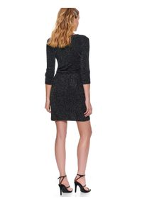TOP SECRET - Asymetryczna sukienka przed kolano. Okazja: do pracy. Kolor: czarny. Materiał: dzianina. Sezon: zima. Typ sukienki: asymetryczne