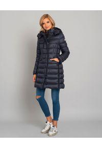 MONCLER - Granatowy płaszcz Hermine. Kolor: niebieski. Materiał: materiał, wełna, puch
