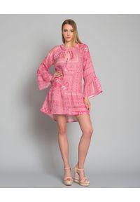 ANJUNA - Różowa sukienka z lnu. Kolor: wielokolorowy, różowy, fioletowy. Materiał: len. Wzór: aplikacja. Sezon: lato. Typ sukienki: rozkloszowane. Długość: mini