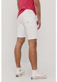 Tommy Jeans - Szorty. Okazja: na co dzień. Kolor: biały. Styl: casual