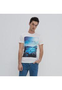 House - Koszulka z fotograficznym nadrukiem - Kremowy. Kolor: kremowy. Wzór: nadruk #1