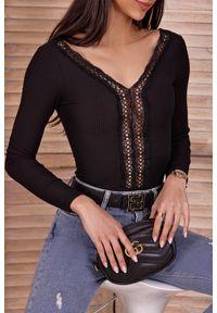 Czarna bluzka IVET w koronkowe wzory