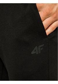 4f - 4F Spodnie dresowe NOSH4-SPMD001 Czarny Regular Fit. Kolor: czarny. Materiał: dresówka