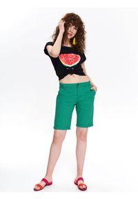 TOP SECRET - Tkaninowe szorty przed kolano. Okazja: do pracy, na co dzień. Kolor: zielony. Materiał: tkanina. Sezon: lato. Styl: klasyczny, casual