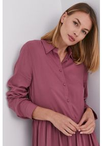 Answear Lab - Sukienka. Kolor: różowy. Materiał: tkanina. Długość rękawa: długi rękaw. Typ sukienki: rozkloszowane. Styl: wakacyjny