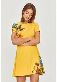 Żółta sukienka Desigual casualowa, na co dzień, w kwiaty