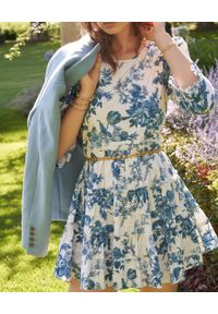 LOVE SHACK FANCY - Sukienka w kwiatowy wzór Lienzo. Typ kołnierza: kołnierz z falbankami. Kolor: biały. Materiał: bawełna, tkanina. Długość rękawa: długi rękaw. Wzór: kwiaty. Długość: mini
