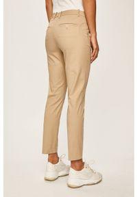 Marc O'Polo - Spodnie. Kolor: beżowy. Materiał: tkanina. Wzór: gładki