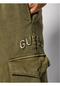 Guess Spodnie dresowe M1YB53 K9W01 Zielony Slim Fit. Kolor: zielony. Materiał: dresówka