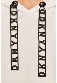 Biała bluza DKNY z krótkim rękawem, z kapturem