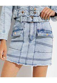 IXIAH - Spódnica jeansowa Unforgiven. Stan: podwyższony. Kolor: niebieski. Materiał: jeans. Wzór: aplikacja
