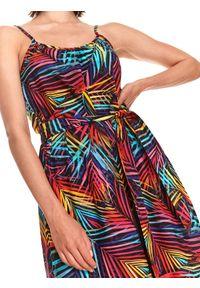 DRYWASH - Sukienka maxi na ramiączkach w kolorowe liście. Materiał: tkanina. Długość rękawa: na ramiączkach. Wzór: kolorowy. Sezon: lato. Styl: wakacyjny. Długość: maxi
