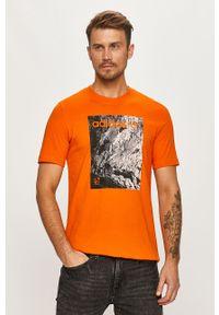 Pomarańczowy t-shirt adidas Originals z nadrukiem, casualowy