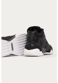 Czarne sneakersy Converse z okrągłym noskiem, na sznurówki, na obcasie, z cholewką