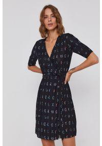 Desigual - Sukienka. Kolor: czarny. Materiał: denim, dzianina. Długość rękawa: krótki rękaw